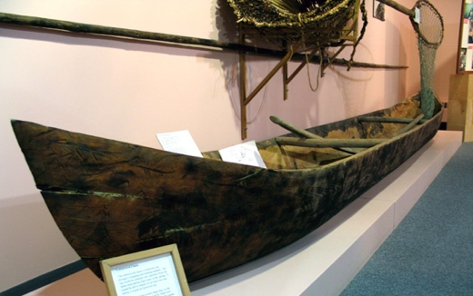 Secwepemc Museum and Heritage Parkcanoe-display