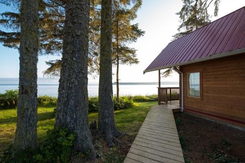 Cluxewe-Resort-Ocean-Front-Cabin