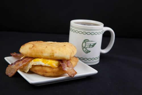 Kekuli_Cafe_Merritt-Bannock_Bacon_and_egger-500x333