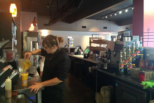 Kekuli_Cafe_Merritt_BC_Making_Smoothie-500x333