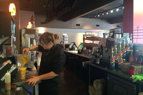 Kekuli_Cafe_Merritt_BC_Making_Smoothie-500x333